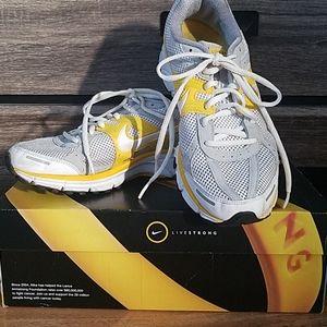 Nike Women's AIR PEGASUS Sneakers